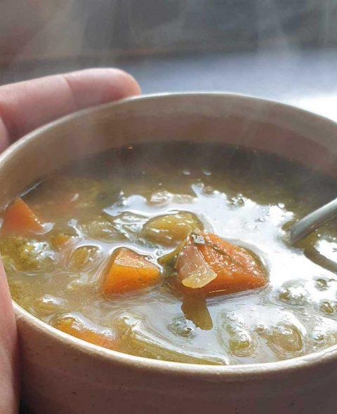 מרק ירקות וציר עצמות בקר ג'לטיני